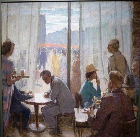 Dekadensen inne på caféet jämfört med det glada sovjetiska folket utanför
