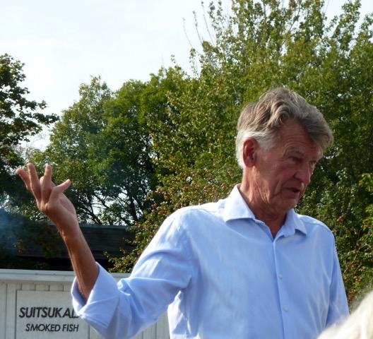 Jan Manitski, Estlands främste konstsamlare, tidigare utrikesminister, som återvände till hemlandet 1991 efter nästan 50 i Sverige, berättar om hur han byggt upp hela sin barndomsby.
