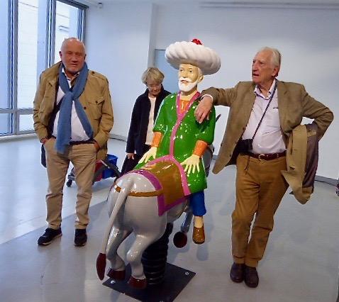 Besök på Contemporary Art Museum. Peder Banér vid den bakvände ryttaren