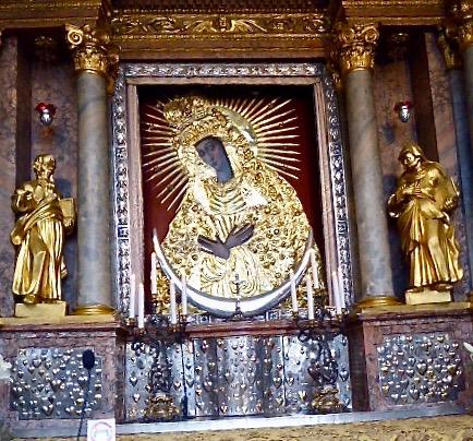 ... där den undergörande Svarta Madonnan finns