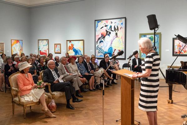 Louise Lyberg hälsar gästerna välkomna