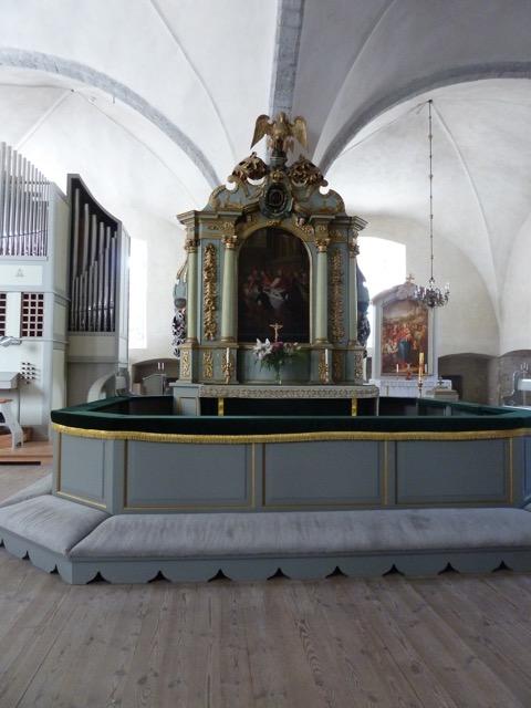 Det återställda kyrkorummet, sedan svenska kyrkan under sovjettiden förvandlats till en träningslokal för brottare och boxare. Hela altarrummet var då täckt med en stor brottarmatta.